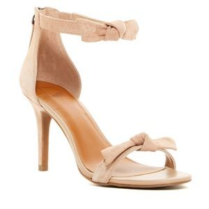 NWOT 14th and Union Nude Bow Heels